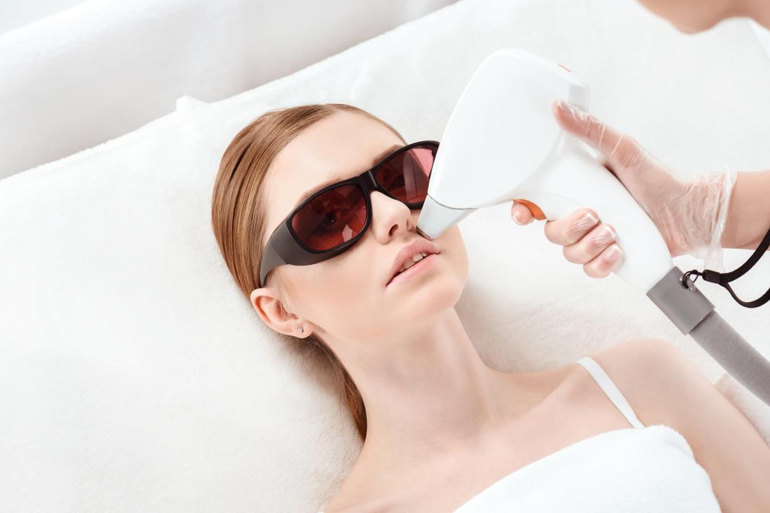 Depilacja bez tajemnic – najlepsze kosmetyki oraz metody usuwania niechcianego owłosienia.