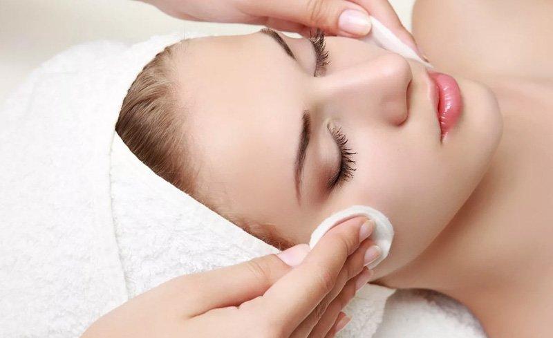 Odpowiednia pielęgnacja twarzy – sposoby